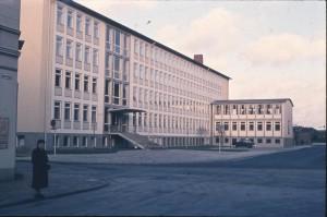 OL-Osterstrasse-Arbeitsamt-06.01.1957-G-NJ-St-Mo-W